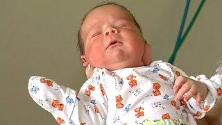 Download В Коломиї знайшли немовля у картонній коробці Video