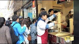 Download 武汉最牛早餐店,20个服务员忙不开!人均15元,排在队尾看不到店 Video