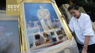 Download Thai people welcome their new king Video