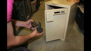 Download When A Guy Opened This Safe Left In A Warehouse, He Found A Cache That Was Straight Out Of A Movie‏ Video