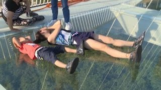 Download China's record-breaking glass bridge closes Video