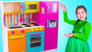 Download Jannie Pretend Play Cooking Food Challenges with Giant Kitchen Toy Video