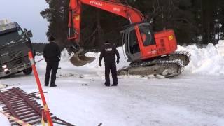 Download Ähtäri 2.3.2013 Uponneen Kuorma-auton hinaus - Truck Falls through Ice - Ice Road Truckers Video