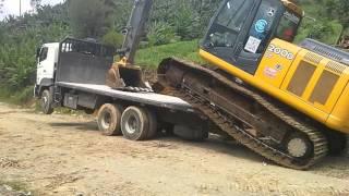 Download Excavadora se auto carga en plataforma Video