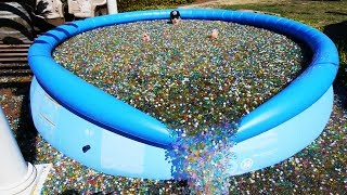 Download What Happens If You Throw Sodium Bomb in Giant Orbeez Pool? Video