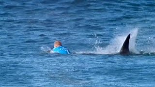 Download El surfista Fanning se salva de milagro del ataque de un tiburón Video