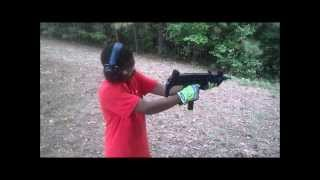 Download DezMan shooting an UZI 9mm Video