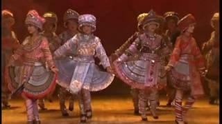 Download Ntxhais Hmoob Suav Yeeb Yam - Khaub Ncaws Hmoob 服装表演-我们的名字叫苗族 Video
