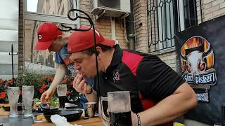 Download Randy Santel je v Starem Piskru v Celju pojedel ogromen hamburger v manj kot 12. minutah Video