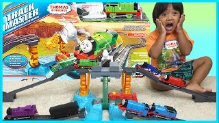 Download THOMAS AND FRIENDS TRACKMASTER Harnold's High Flying Rescue Set Video