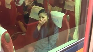 Download 佳子さま、必死な皇室ファンのお見送りに吹き出す 奈良,神武天皇陵参拝後の電車移動 2015.3 Video