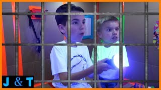 Download Escaping Hello Neighbors Maximum Security Box Fort Prison / Jake and Ty Video