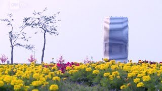 Download Smog-eating tower cleans Beijing's air Video