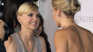 Download See the Red Carpet Moment Between Anna Faris and J Law That Has People Talking Video