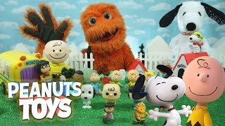 Download NEW GIANT Surprise Toys THE PEANUTS MOVIE Happy Dance Snoopy & Charlie Brown Collectors Set Video