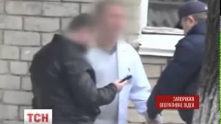 Download В Запоріжжі лікаря затримали за хабарництво Video