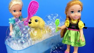 Download Pet GROOMING ! Elsa and Anna toddlers at the animal salon – Bath – Brushing Video