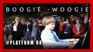 Download Boogie-Woogie at the London Underground Station. Plays Olivier (9 years old) #platform88 Video
