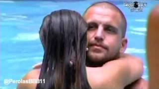 Download BBB11: Michelly e Diogo trocam carinhos na piscina Video