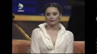 Download Yahsi Cazibe - Beyaz Show´da (Aslihan Gürbüz, Hakan Yilmaz) Part 1/5 Video