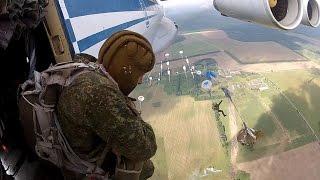 Download Десантирование 3 человека в секунду (Прыжки с парашютом из самолёта на скорости 400 км/час) Video