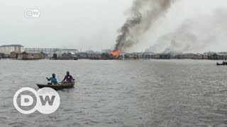 Download Residents kicked out of slum fight back | DW English Video