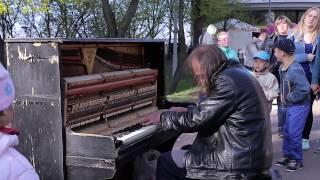 Download Man plays piano in street, people were shocked | Уличный пианист, музыка для души! Video