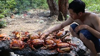 Download Primitive Technology - Grilled crab on the rock in the forest - eating delicious Video