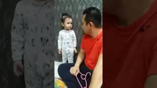Download Comel Anak Kecil Menjawab Ketika Dimarahi Bapa Video