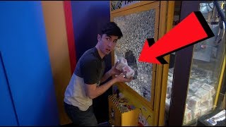 Download STEALING FROM A CLAW MACHINE..... Video