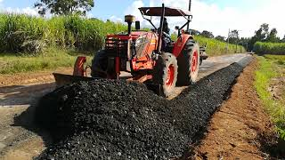 Download รถไถคูโบต้าเกรดเกลี่ยหินคลุก | KUBOTA M9540 Tractor Video