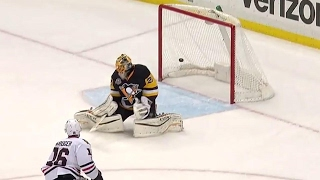 Download Blackhawks stun Penguins late in the first with two goals in 39 seconds Video