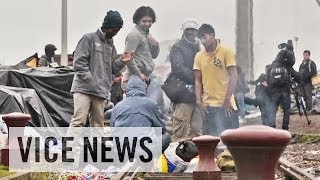Download Migrant Crisis in Calais: Britain's Border War (Dispatch 1) Video