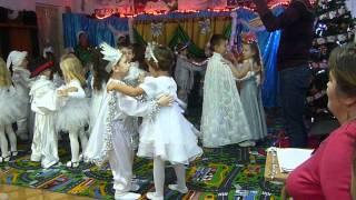 Download Dansul fulgilor de nea Video