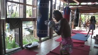 Download Saenchai Sor Kingstar hitting the Heavy Bag Video