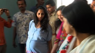 Download Ajith's Pregnant wife Shalini at Albert theater to watch Yennai Arindhaal with her Family Video