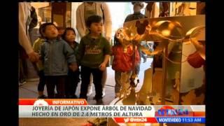 Download Árbol de navidad hecho completamente en oro es exhibido en joyería de Japón Video