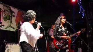 Download Wanda Jackson and Rosie Flores... Rockin Little Angel 2009 Video