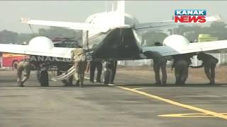 Download Policemen Push CM's Aircraft In Rourkela Video