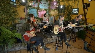 Download Warpaint cover Ashes To Ashes in the BBC Music Tepee at Glastonbury 2014 Video