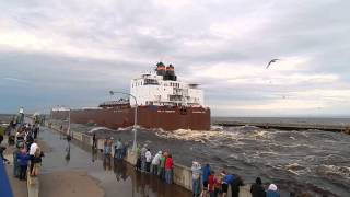 Download Giant ship going under the Lift Bridge in Duluth, MN Paul R. Tregurtha Video