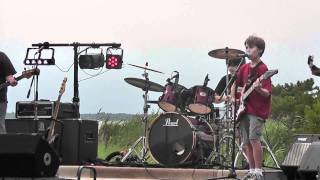 Download Awesome Kid Band - Thunderstruck Video