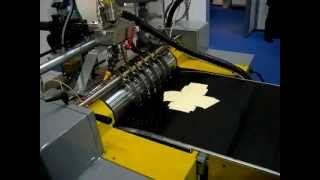 Download Macchina per la produzione di scatole rivestite: linea EUROPROGETTI - Scatole con lato inclinato Video