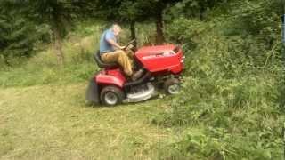 Download Honda 2213 zahradní traktor - přerostlá tráva ve svažitém terénu Video