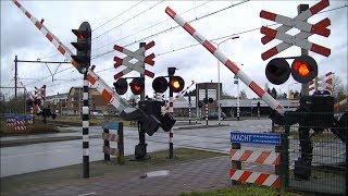 Download Spoorwegovergang Deurne // Dutch railroad crossing Video