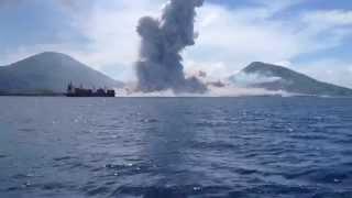 Download Lo más visto: Erupción volcánica y onda expansiva captada desde un barco. Noticias Ciudadanas de ES Video