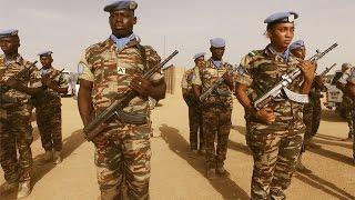 Download Doce mil soldados de cincuenta países arriesgan sus vidas por mantener la paz en Mali Video