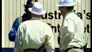 Download Muralitharan vs Ross Emerson- no balled for throwing, Adelaide 1998/99 Video