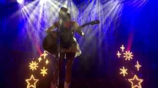 Download Kacey Musgraves cries and plays an emotional version of Merry Go Round (Live in Glasgow, Scotland) Video