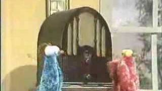Download Classic Sesame Street - Yip Yip aliens discover a radio Video
